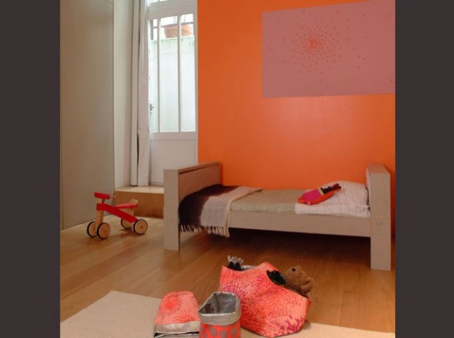 Chambre bebe bleu orange for Chambre orange et vert bebe
