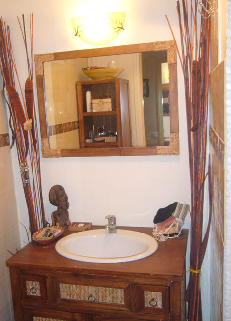 Photo ambiance salle de bain marron for Salle de bain marron