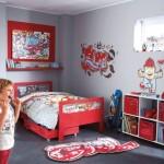 déco chambre garçon gris et rouge