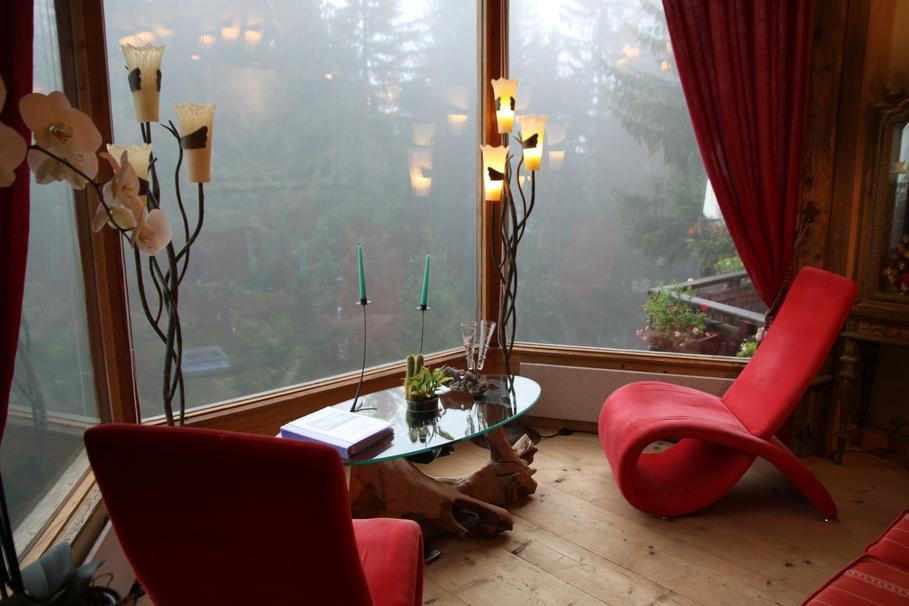 d co salon gris et rouge. Black Bedroom Furniture Sets. Home Design Ideas