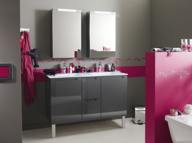 guide d coration salle de bain gris et violet. Black Bedroom Furniture Sets. Home Design Ideas