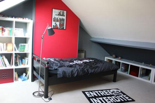 id e d co chambre gar on gris et rouge. Black Bedroom Furniture Sets. Home Design Ideas