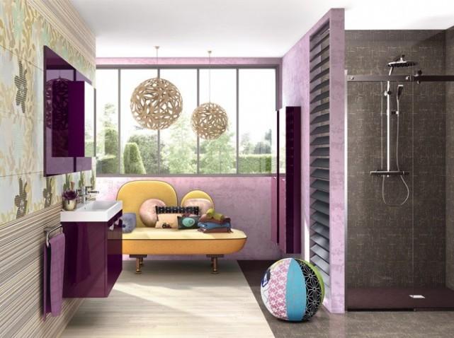 jolie idée déco salle de bain gris et violet source de la photo http