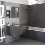 ambiance salle de bain gris et blanc