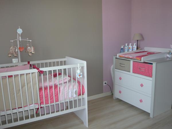 Mod le d coration chambre b b gris for Organiser chambre bebe