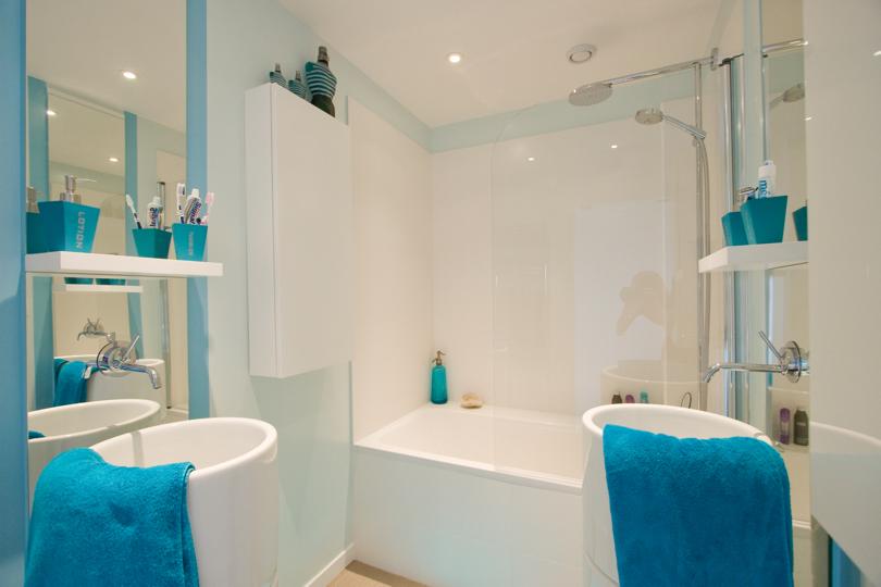 photo idée déco salle de bain turquoise
