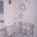 idée déco wc - toilettes gris et violet