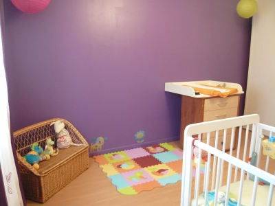 Ambiance chambre b b violet for Ambiance chambre bebe