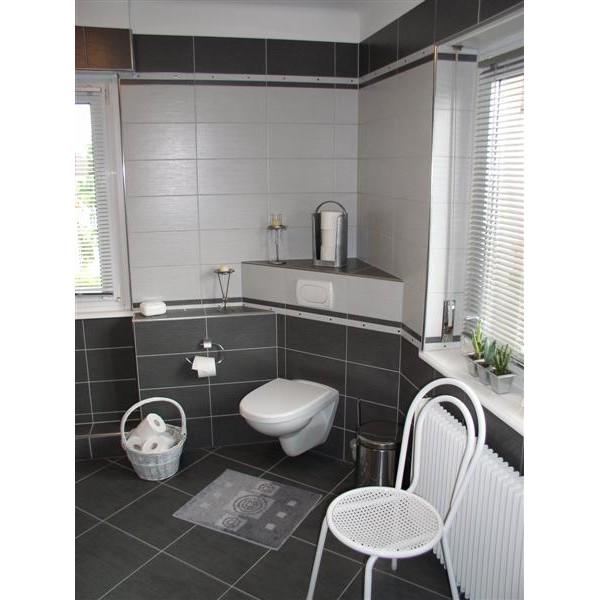 Inspiration ambiance salle de bain gris et rouge - Salle de bain rouge et gris ...