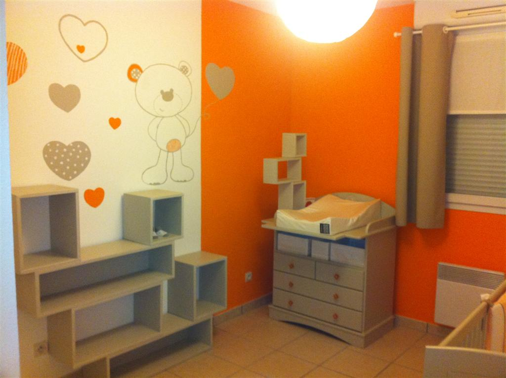Beautiful chambre fille orange et vert contemporary for Chambre bebe fille deco