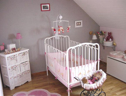 D co chambre b b gris et violet for Decoration chambre bebe