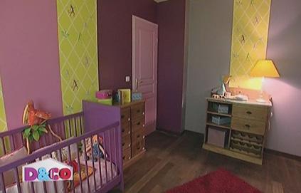 modèle déco chambre bébé gris et violet