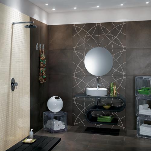 modèle déco salle de bain gris et violet
