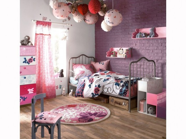 deco violet chambre fille id e inspirante pour la conception de la maison. Black Bedroom Furniture Sets. Home Design Ideas