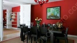 idée déco salle à manger gris et rouge
