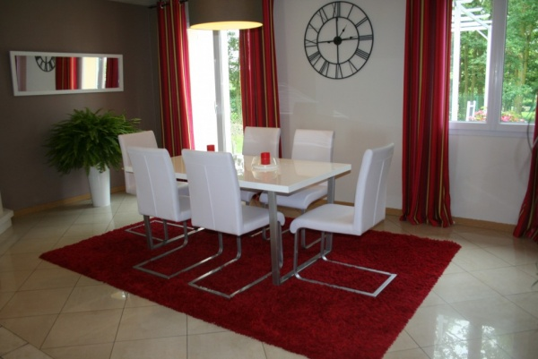 mod le id e d co salle manger gris et rouge. Black Bedroom Furniture Sets. Home Design Ideas