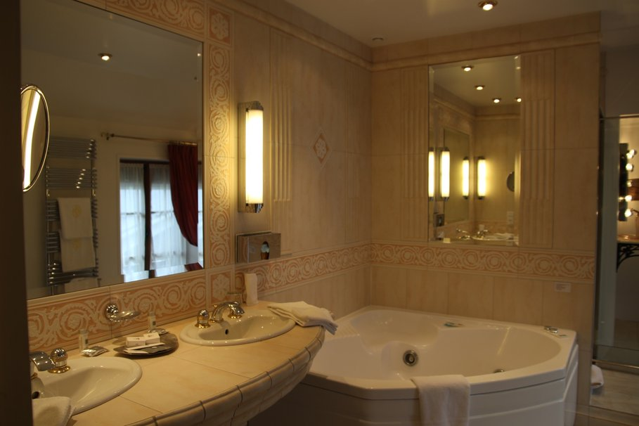 Guide id e d co salle de bain beige for Maison deco salle de bain