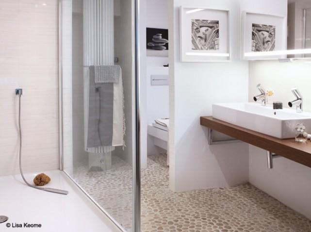 Jolie id e d co salle de bain beige for Idee deco salle de bain blanc et beige