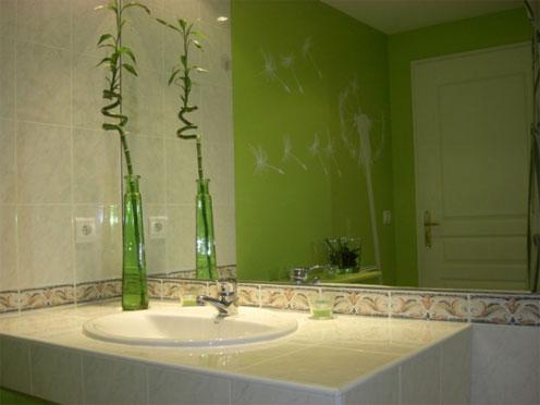 Quelle id e d co salle de bain vert for Idee decoration murale salle de bain