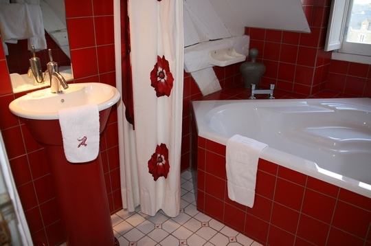 Photo d co salle de bain rouge for Decoration maison salle de bain
