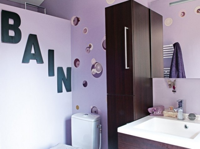 déco salle de bain violet
