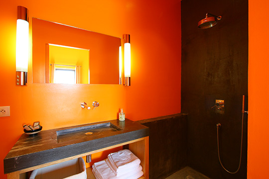 conseil d coration salle de bain orange. Black Bedroom Furniture Sets. Home Design Ideas
