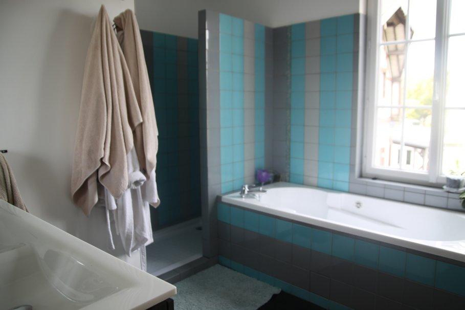 Mod le d coration salle de bain turquoise - Salle de bain gris turquoise ...