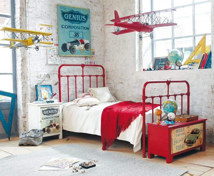 Jolie ambiance chambre gar on gris et rouge - Chambre garcon bleu et rouge ...