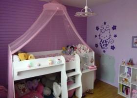 décoration chambre garçon gris et violet