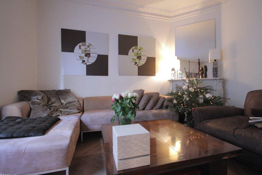 modèle décoration salon taupe