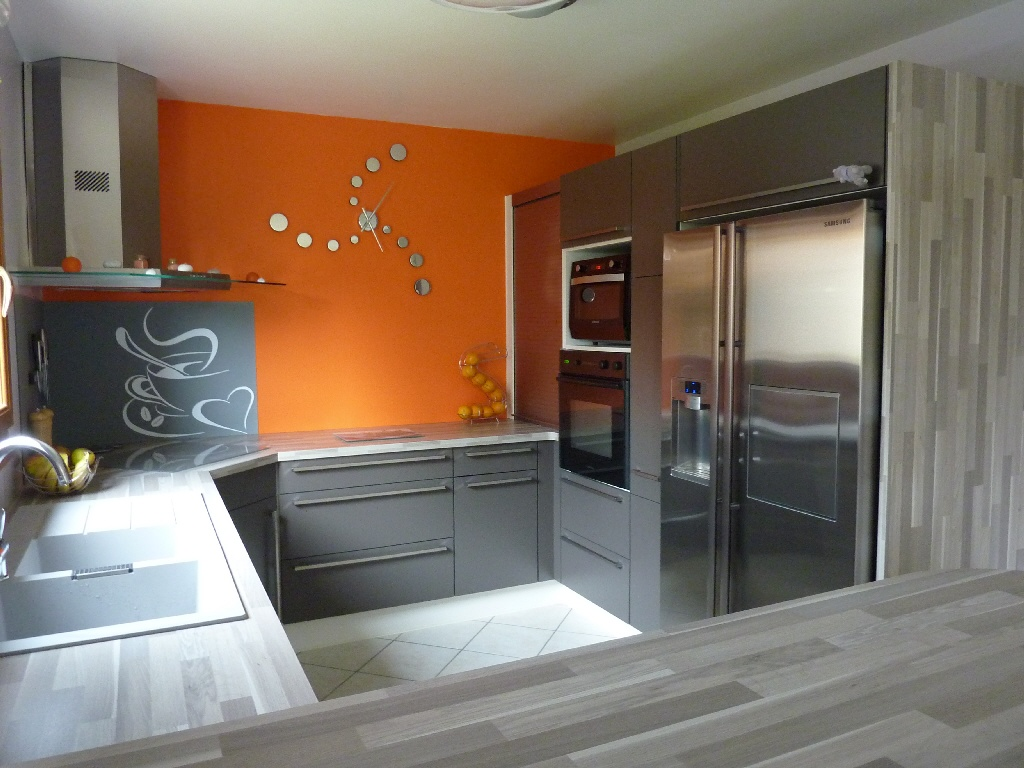 Id e d co cuisine orange for Peinture chambre orange et gris